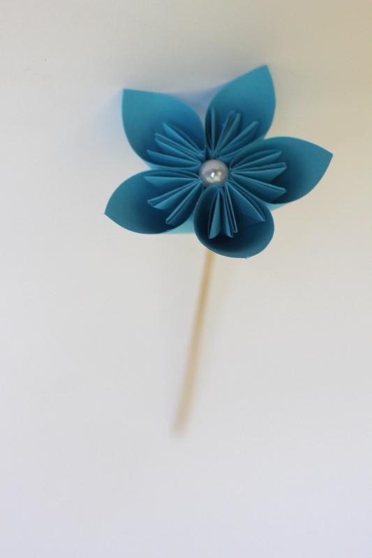 گل اوریگامی آبی